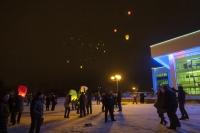 В Горках в ночное небо запустили более двухсот фонариков