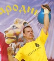 Могилевский силач Виталий Ситников установил новый рекорд по экстремальному подъему тяжестей