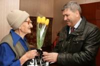 Районная власть поздравила с праздником женщин-ветеранов войны