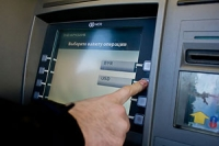 Новополочанин из-за сбоя банковского ПО получил безлимитный карт-счет