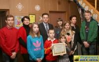 В Горках два детских дома семейного типа получили новогодние подарочные сертификаты